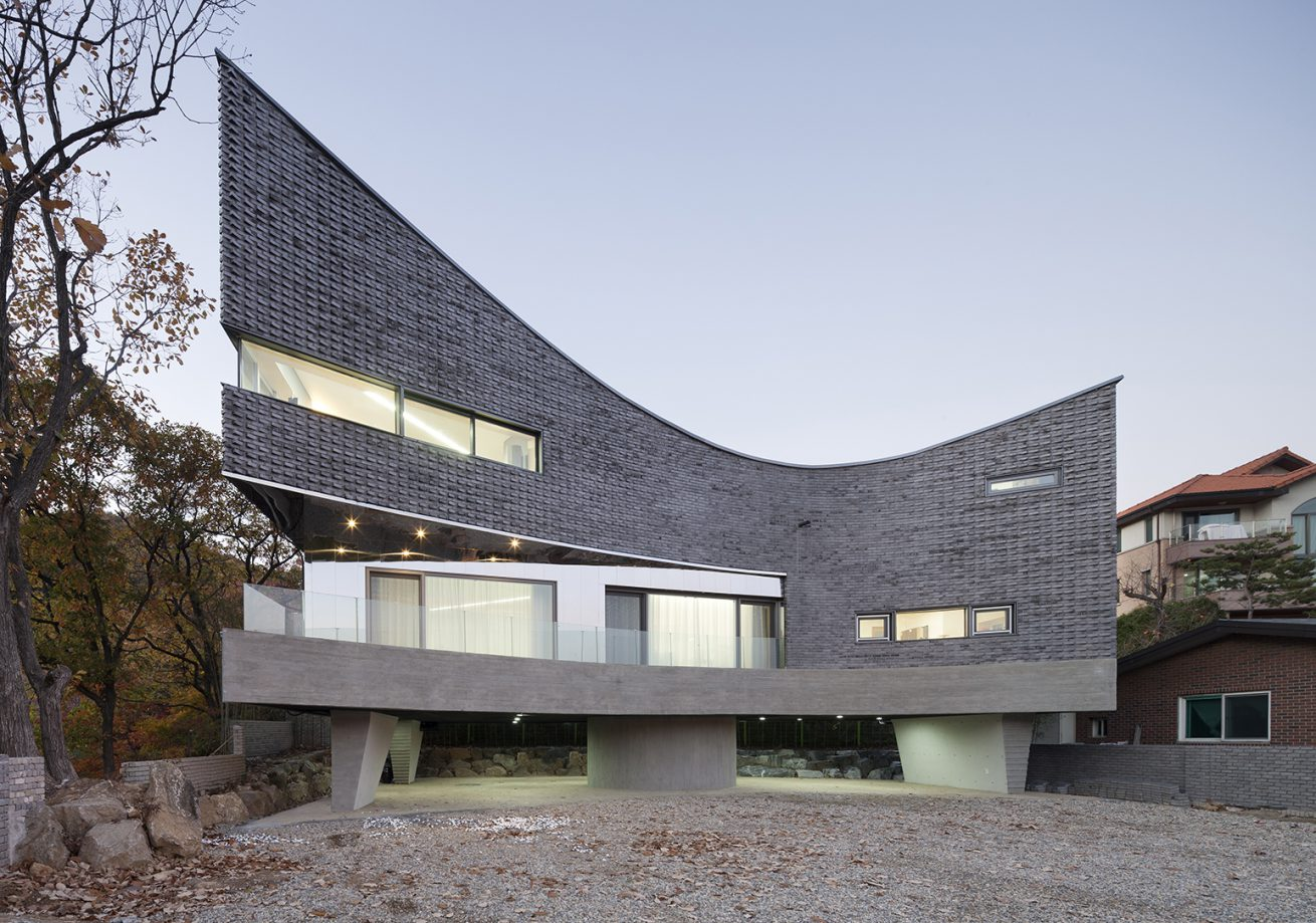 The Curving House 01