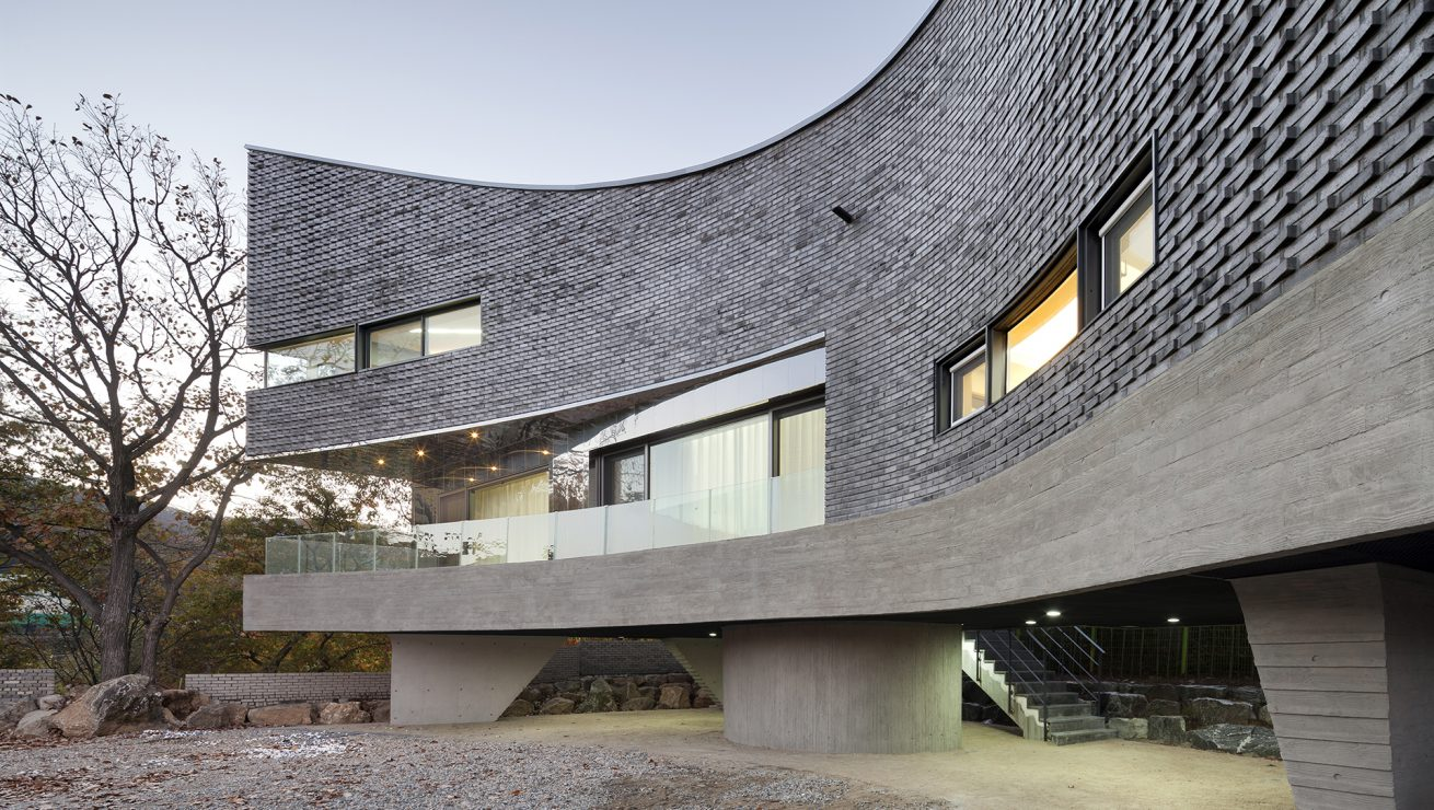 The Curving House 02