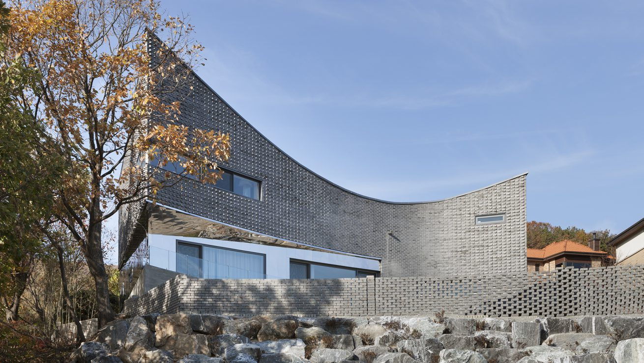 The Curving House 08